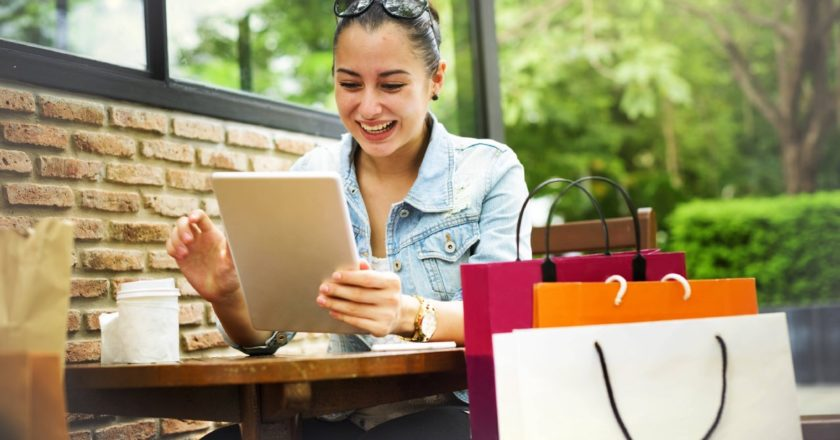 5 Genius Ways eCommerce Retailers Are Using Chatbots | by Ambit | Jul, 2021